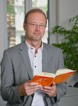 Andreas Kuhn mit Buch